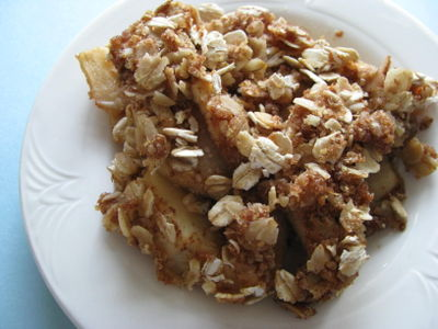Apple crumble with toasted-oat topping
