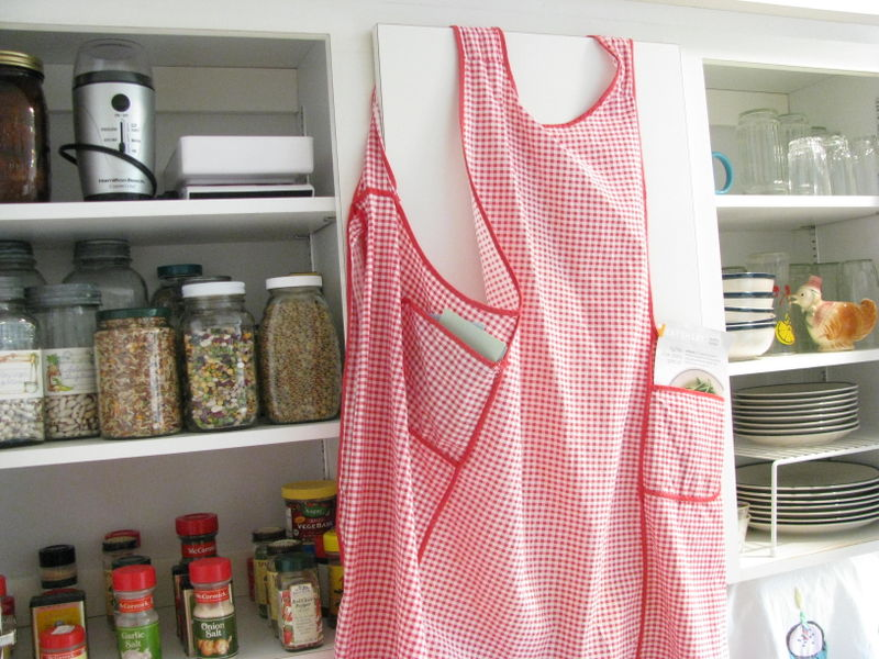 Apron pocket storage