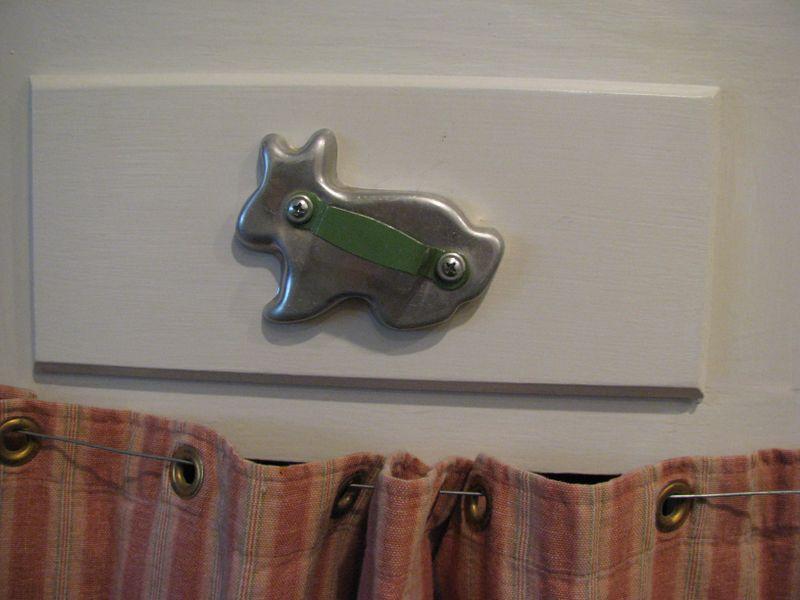 Rabbit drawer pull