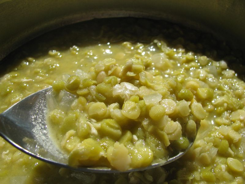 Sprouted split pea soup