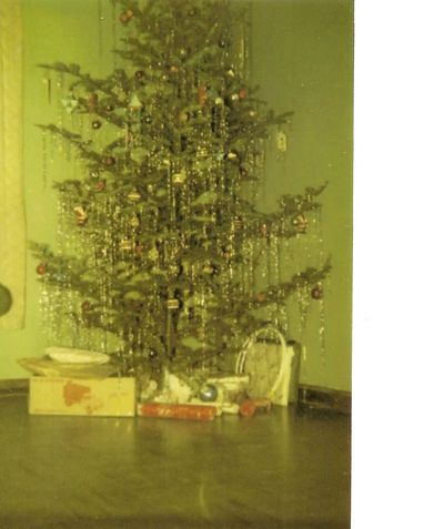 Childhood christmas tree1