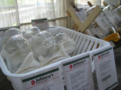 Chitting station