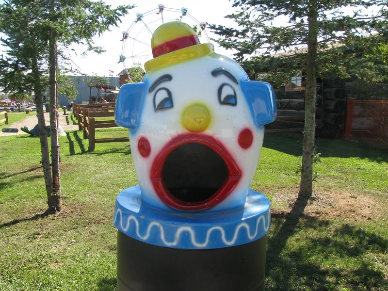 Pbland clown topper