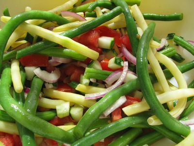 String bean salad with red onion and tomato
