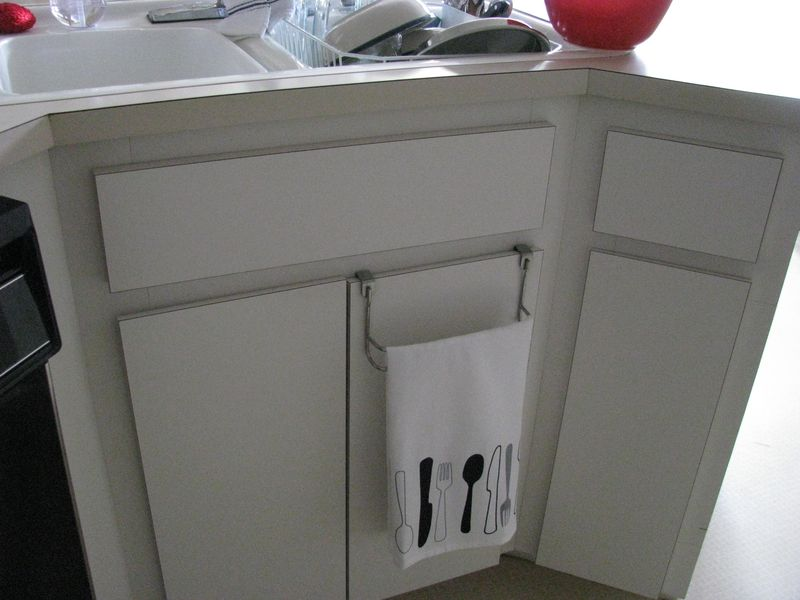 Kitchen towel bar