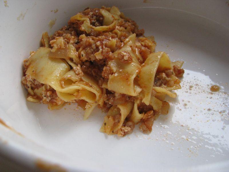 Hamburger bulgur noodle casserole