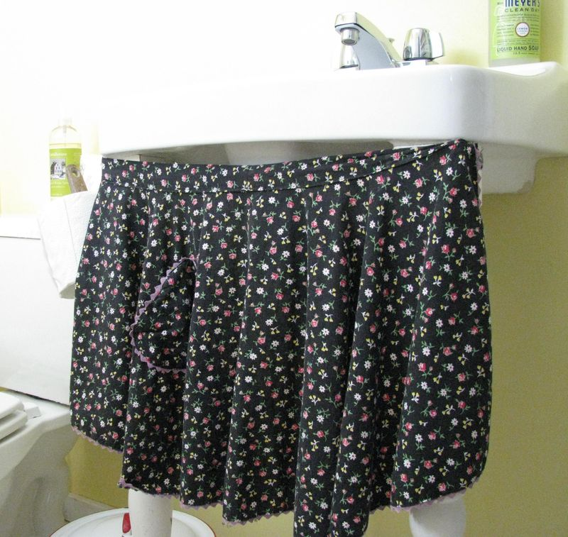 Sink apron skirt1