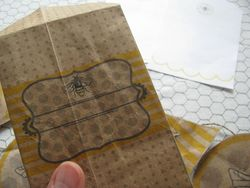Natural sweet bee envelope front