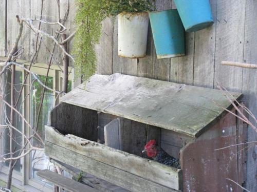 Porch nesting box