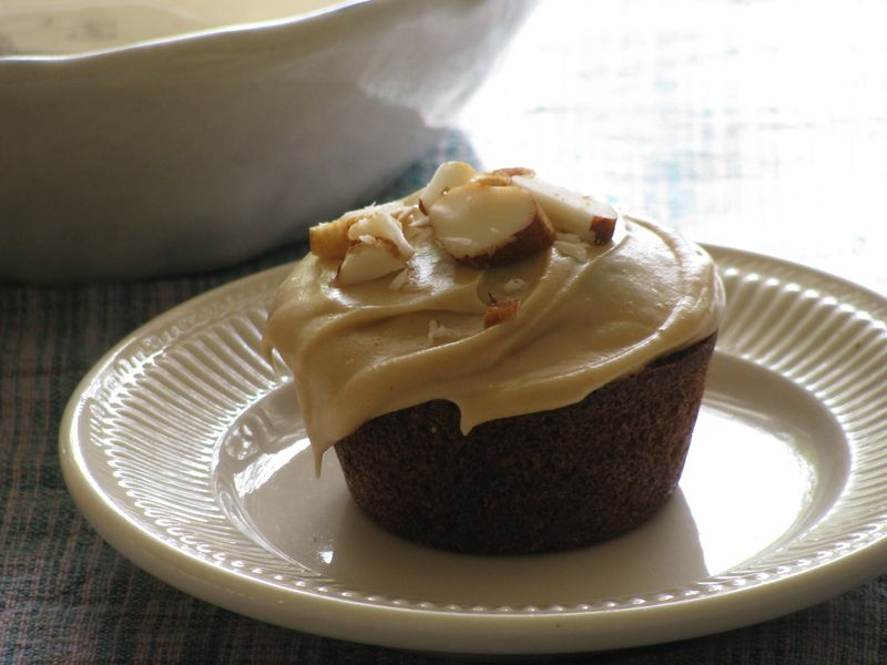 Paleo chocolate cupcakes pnut butter frosting