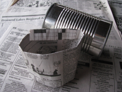 Rolling newspaper pots