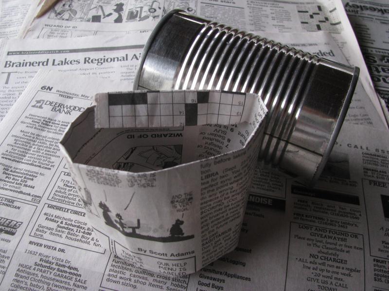 Rolling newspaper pots